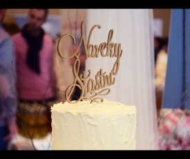 Writing on wedding cake