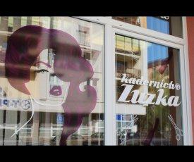 Kaderníctvo Zuzka branding