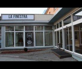 La Finestra logo a tlačoviny