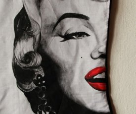 Painted T-shirt Marilyn Monroe red bunch